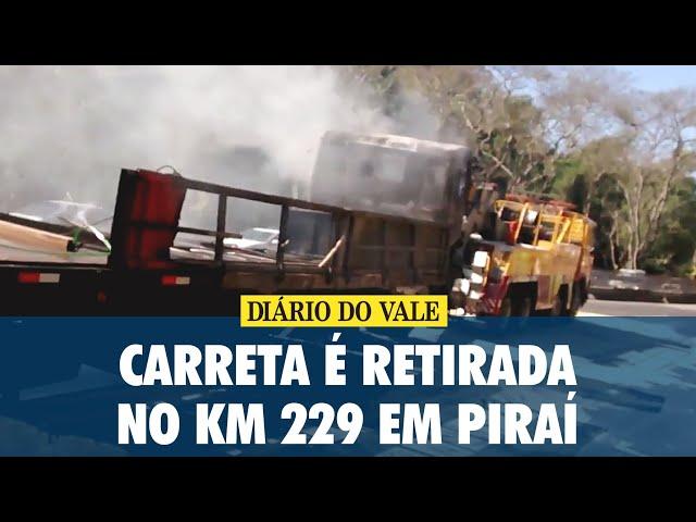 Carreta é retirada no Km 229 em Piraí