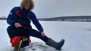 Ловля окуня на балансир по первому льду Рыбалка на мормышку 2020 2021