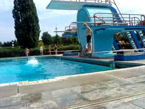 turmspringen freestyle im andernacher freibad - YouTube