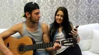 Парень играет на гитаре,Девушка круто поет  , Солнышко ты моё ясное