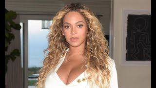 Beyoncé Looks Amazing in Mini Skirt after Birth of Twins
