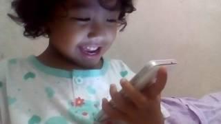 Reaksi Anak Kecil Lihat Video Lucu
