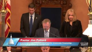 Sen. Hildenbrand welcomes Pastor Pollard to deliver invocation at the Michigan Senate