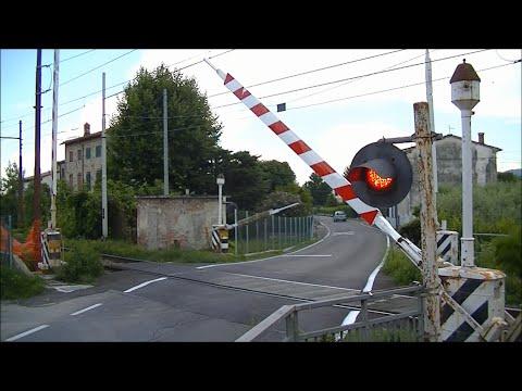 Spoorwegovergang Lucca (I) // Railroad crossing // Passaggio a livello