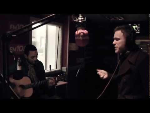 Olly Murs - 'Thinking Of Me' [ACOUSTIC LIVE] FM104