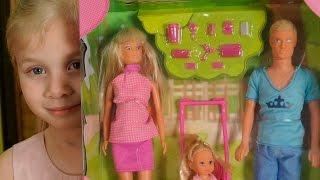Беременная кукла Штеффи.Играем в куклы барби.Малинка тв(Привет ребята! Сегодня у нас на обзоре НАБОР ШТЕФФИ СЧАСТЛИВАЯ СЕМЬЯ. В него входит беременная кукла Штеффи,..., 2015-12-27T09:41:41.000Z)