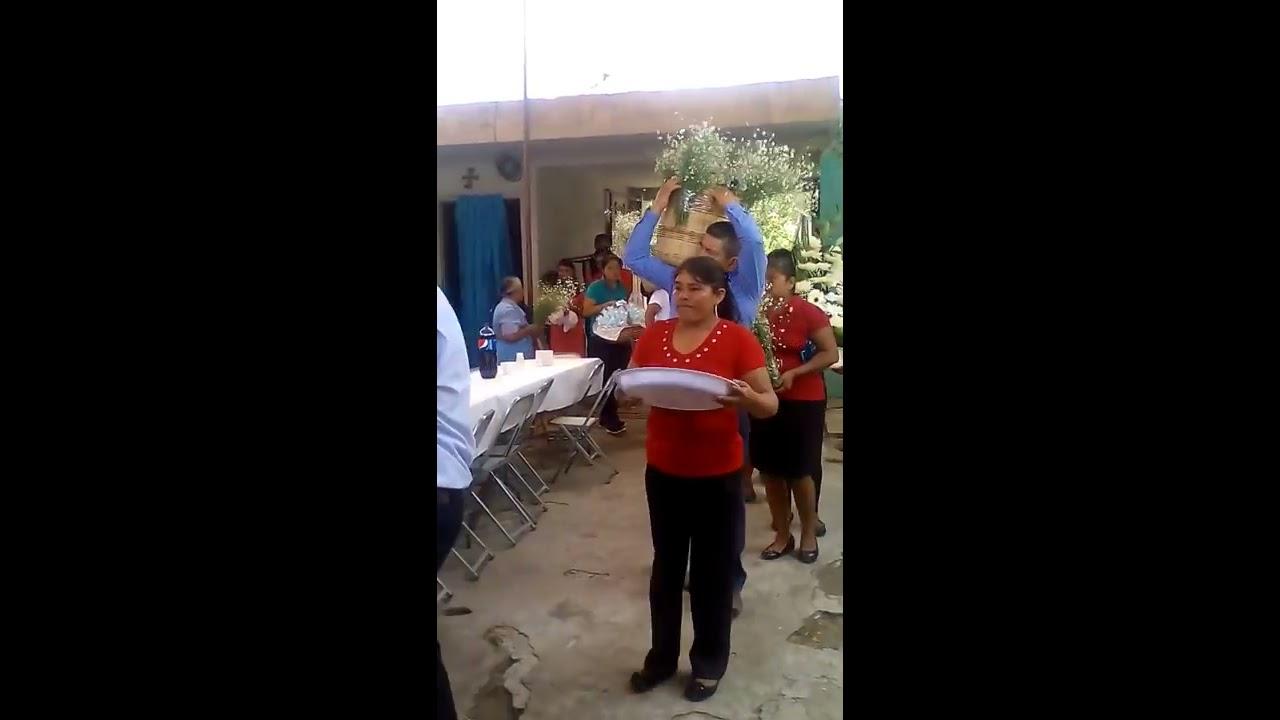 Tradiciones De La Entrega De Un Ahijado De Bautizo En Tezonteapan De Bonilla Puebla