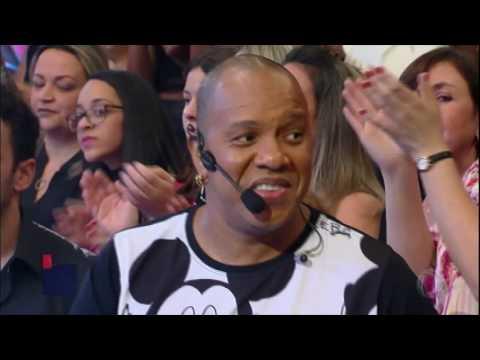 Molejo faz plateia dançar ao som do sucesso Cilada
