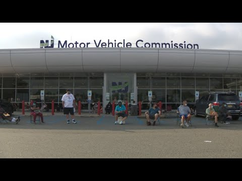 Hundreds brave massive lines at Motor Vehicle Commission