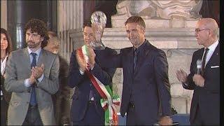 Gabriel Omar Batistuta premiato alla Hall of Fame del Calcio Italiano 2013