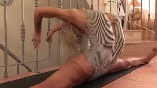 Amazing Stretching for middle splits contortion hot & sexy yoga !