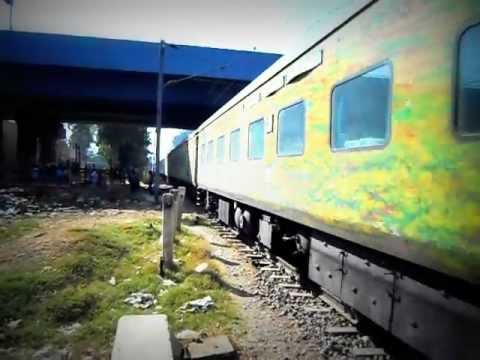 SRC WAP4 lead Howrah Yesvantpur Duronto Express Dual tone Honk - Indian Railways