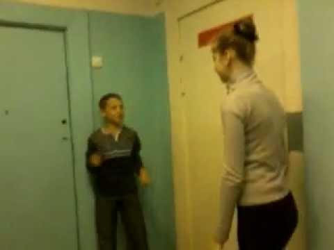 русское порно две девушки страпонят мальчика
