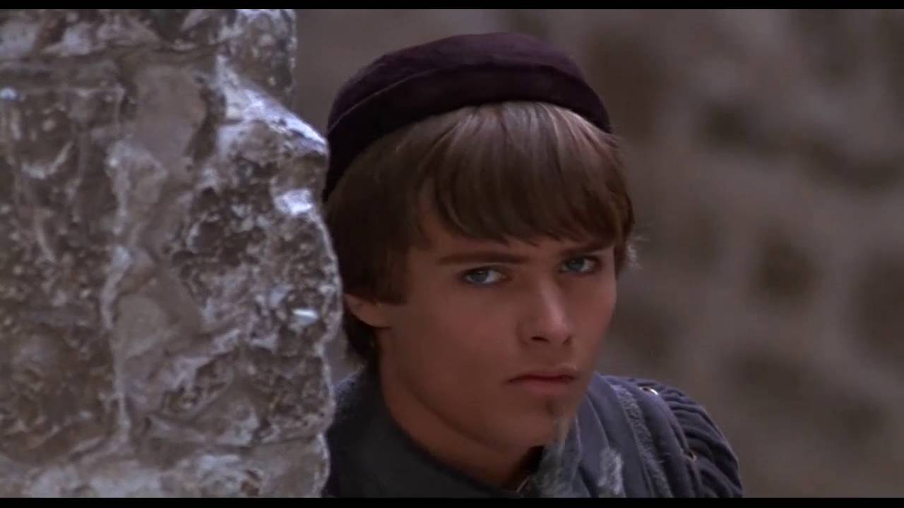 romeo and juliet zeffirelli vs luhrman Although ziegfeld's version of romeo and juliet was more accurate, allurement's was much more entertaining allurement did a perfect job using western music and slow-mom's to create a dramatic effect and keep you on the edge of your seat.