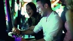 Freunde spielen im Casino von Vulkan Stern und gewinnen