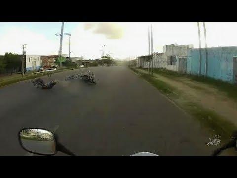 Motociclista filma acidente de amigo em moto em alta velocidade em Fortaleza