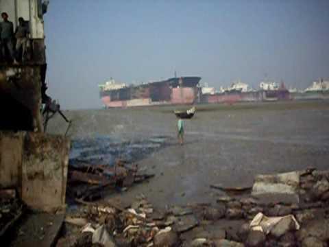 Chittagong Ship-Breaking Yards (I) - www.travelyourassoff.com