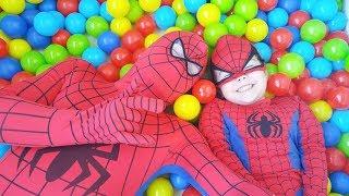 Spiderman Playing in the Top Pool | Fun Kids Videos