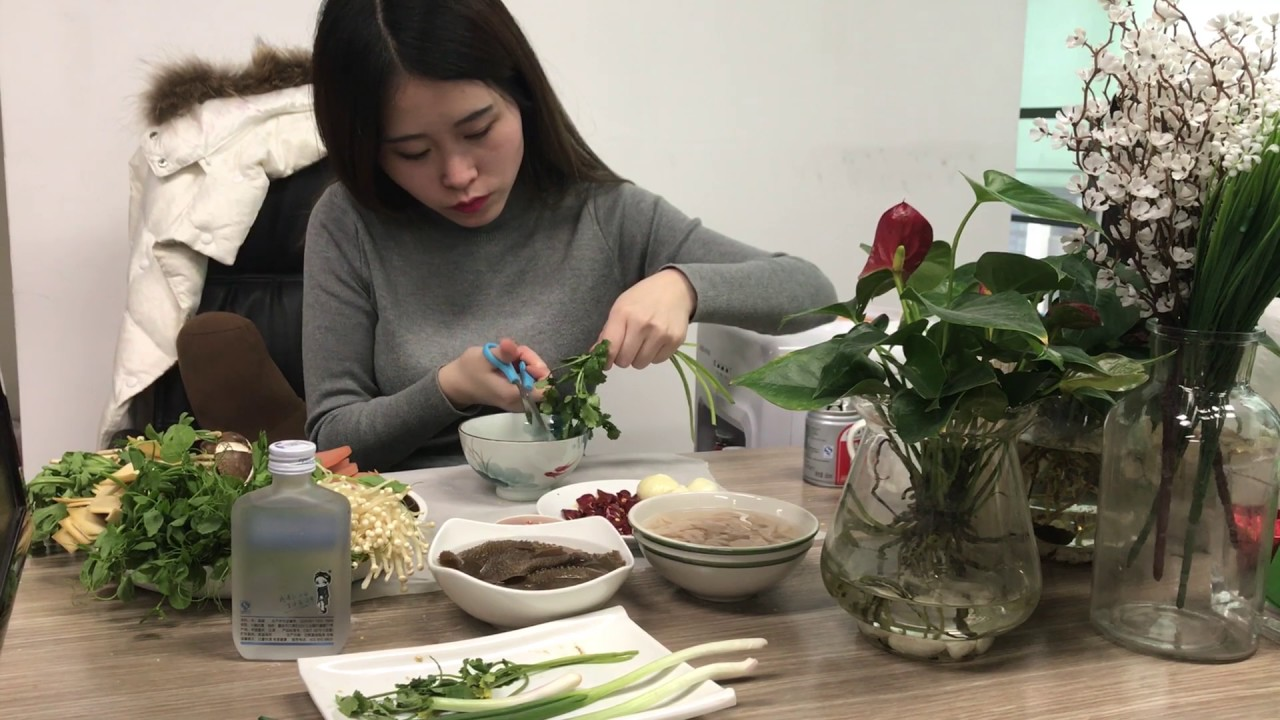 Download E04 What?! Make hot pot with water dispenser? Unbelivable. But she made it   Ms Yeah