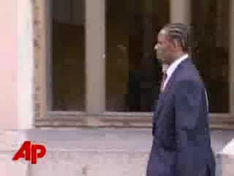 Jurors Watch Alleged R. Kelly Sex Tape - YouTube