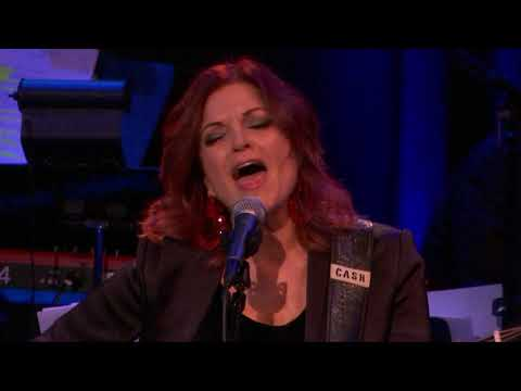 She Remembers Everything - Rosanne Cash Mp3
