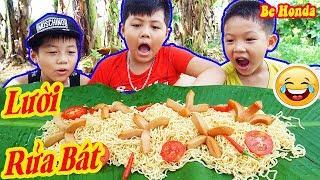 Tàu lá chuối Mì Tôm khồng Lồ - Khi con trai lười Rửa Bát | Vietnam Foods