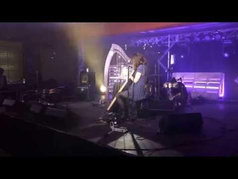 Émilie & Ogden reprend Style de Taylor Swift live à Amos