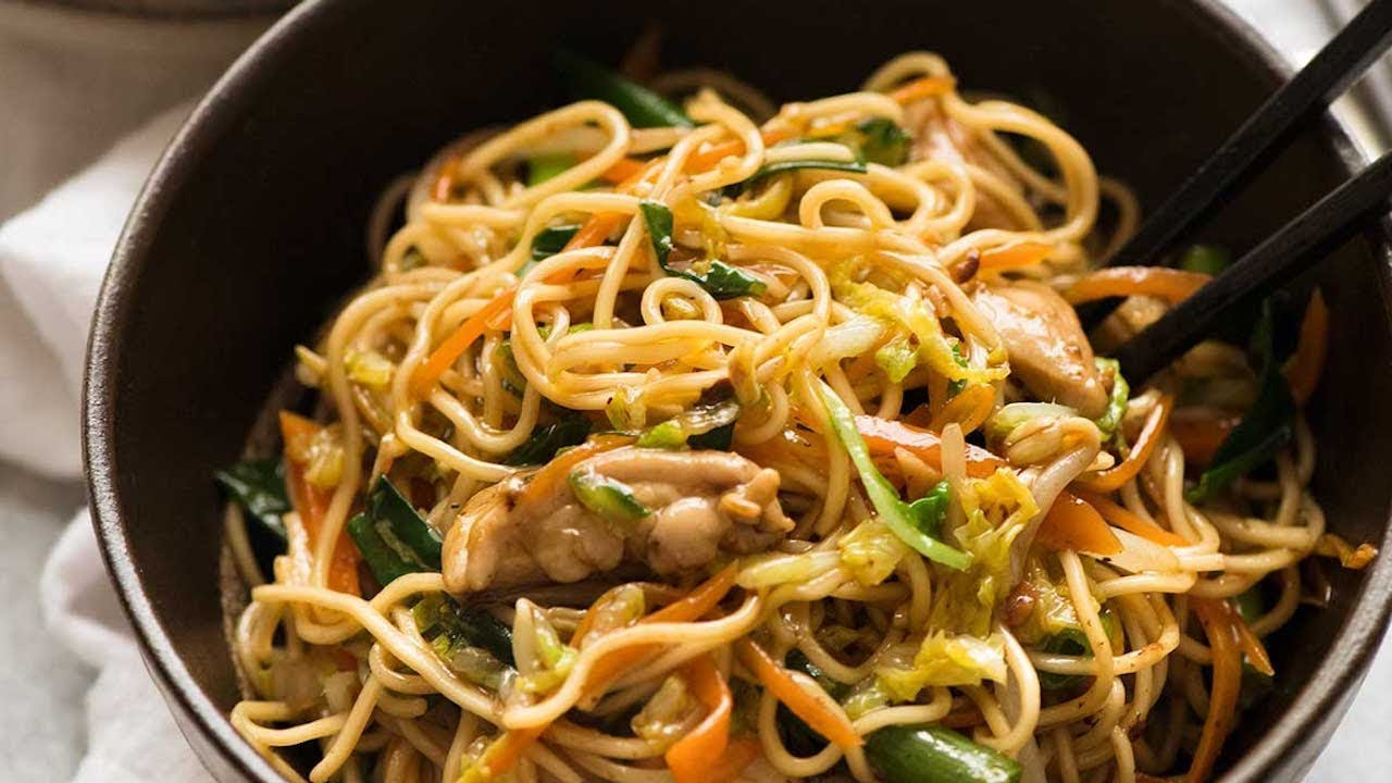 How to make quick and easy chow mein