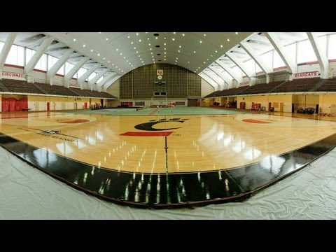 UC Bearcats' basketball court made over in 90 seconds - YouTube