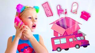 Stacy decora su nueva habitación de princesa.