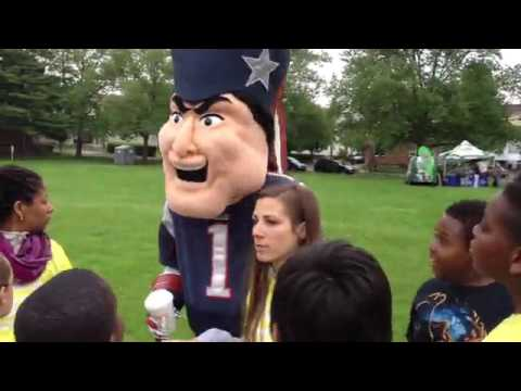 Macdonough School tailgate breakfast w\ New England Patriots mascot - healthy food & exercise to sta