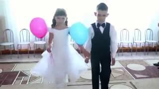 Вход детей на выпускной утренник с воздушными шарами  в детском саду. mp3