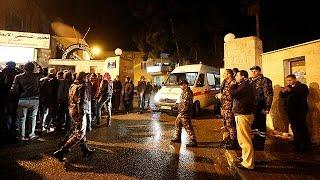 Иордания: террористы напали на город Эль-Карак(В Иордании по меньшей мере семь человек погибли, девять были ранены в результате нападения неизвестной..., 2016-12-18T18:16:34.000Z)