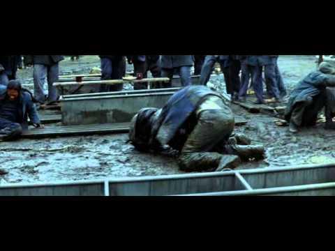 Batman Begins - La rissa in carcere