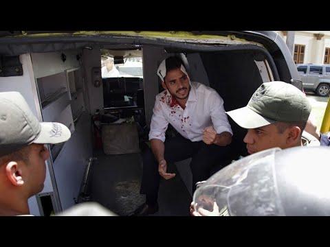 Venezuela: Mob storms opposition-led parliament, attacks politicians