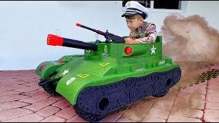 سينيا وقصصه العسكرية. سينيا يريد أن يكون قويا