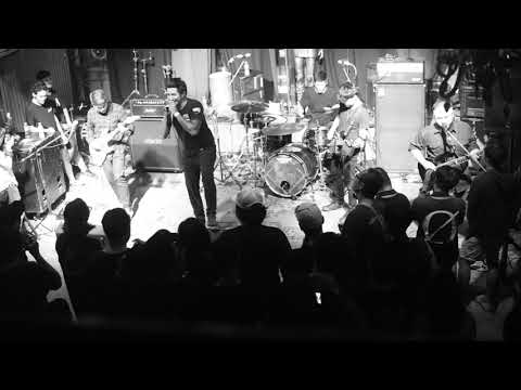 Ex's & Oh's (Atreyu) - Ex's And Oh's live at Parking Toys (Metal Core Party)