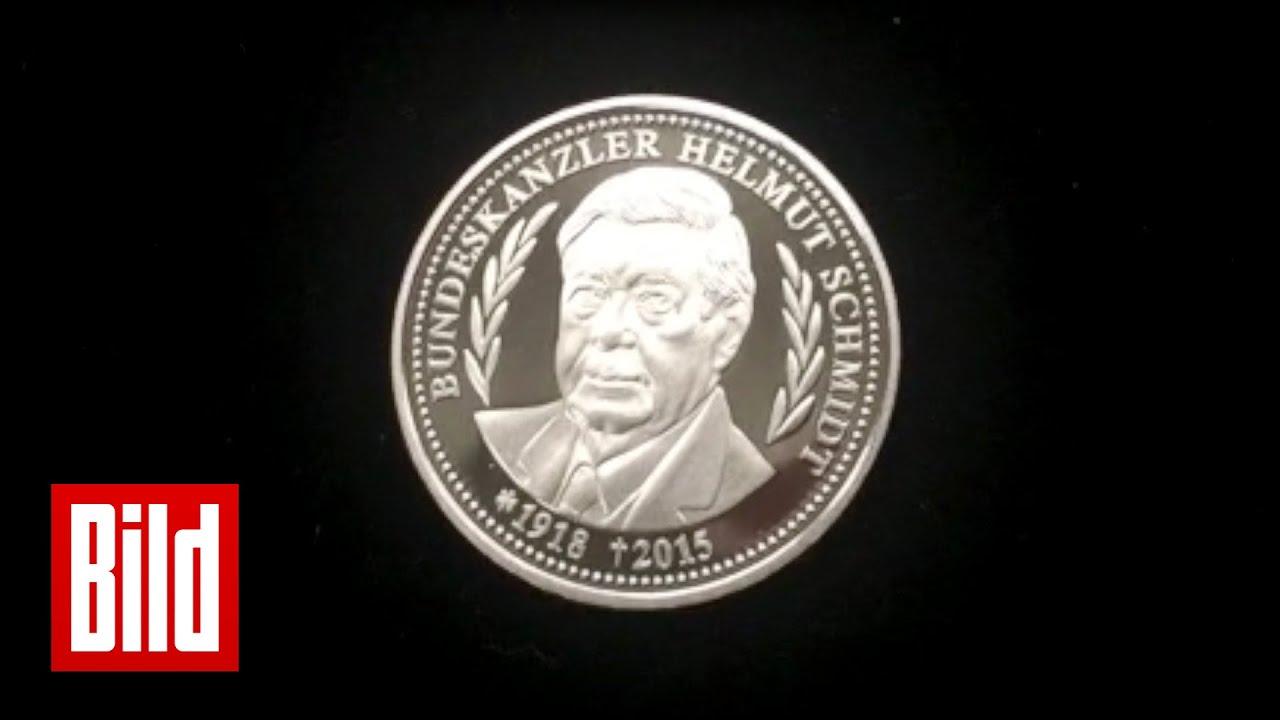 Helmut Schmidt Wird Mit Münze Geehrt Frisch Geprägt Youtube