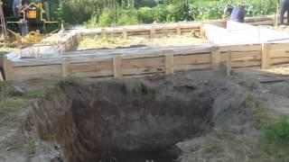 Опалубка под фундамент гаража(Собираем опалубку для гаража из досок., 2016-09-07T08:42:01.000Z)