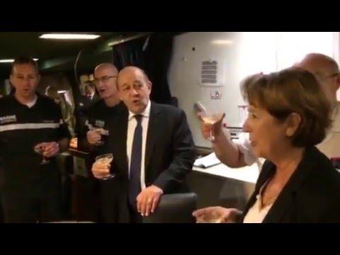 "Jean-Yves Le Drian chante "" Au 31 du mois d'août "" !"