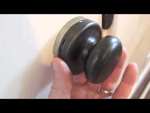 Removing a door knob rmwrapscom YouTube