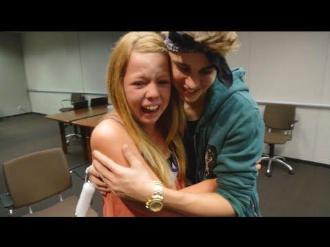 Justin Bieber Surprises Lucky Fans!   Just Dance 4
