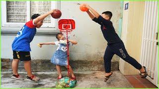 Anna Cuoi   Anna và Cuội chơi trò chơi ném bóng rổ nhận phần thưởng