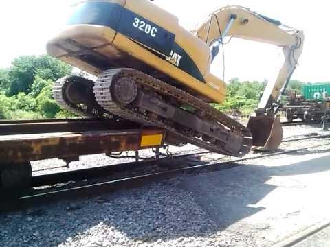 Subiendo Una Excavadora 320 C A Una Plataforma Del