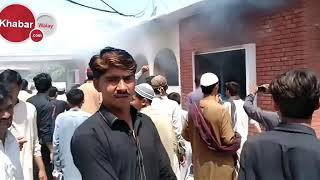 Protesters attacks on local health Center, as 60 kids effected from #polio vaccine in #Peshawar.