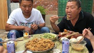 【食味阿远】阿远做粉蒸牛肉吃,牛肉裹上米粉,嚼着有口感,堂哥说吃着真香   Shi Wei A Yuan