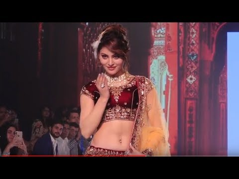Urvashi Rautela's SIZZLING Ramp Walk At Bombay Times Fashion Week 2018