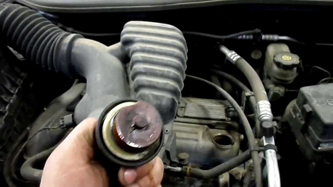 2005 Saturn Ion 2.2 Ecotec engine knock running - YouTube
