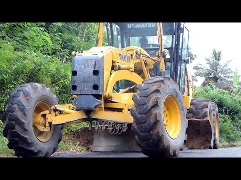 Motor Grader Komatsu GD555 CAT320D2 CAT320D Excavator Bulldozer Komatsu D31P Road Work