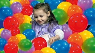 Принцесса София. Дети играют с воздушными шариками! Равлечение для детей
